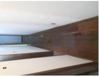 aplicação de resina em piso de madeira no Sacomã